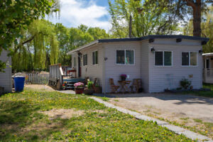 **NEW LISTING** 2 bed / 1 bath / Waterfront Living