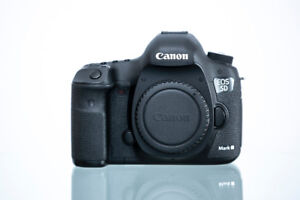 Canon 5D - Mark III - Almost NEW - Do not know shooting count