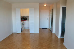 Spacious 3 1/2 apartment in NDG- Rent $800/month-heat included