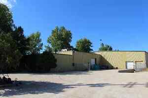 Warehouse with 2 offices for rent