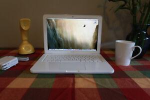 "13"" Apple MacBook Unibody, C2D, 4GB, 500GB HD, 2011 Model 7,1"