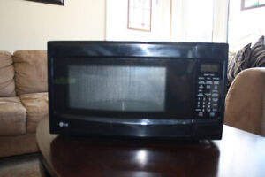 LG Counter top microwave, Capacity 1.2 (CU.ft)  great condition
