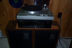 RECORD PLAYER-STEREO