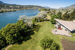 One of a kind South Thompson Waterfront Gem