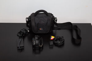 Canon VIXIA HF M30 + Extra battery + Lowepro bag