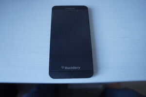 Blackberry Z10 unlocked in very good condition + Cover