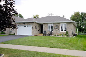 Lovely Three Bedroom Full Brick Bungalow Cornwall Ontario image 1