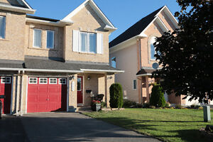 Fabulous 3 bed, 2.5 bath townhome-lots of updates! Nov 15th