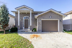 New Listing in East Windsor Windsor Region Ontario image 2