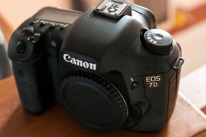 Canon 7d body only - under 8000 clicks! like new