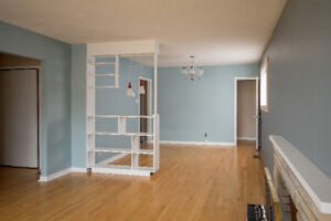 Beautiful 3 Bedroom Steps From Avalon Mall!!!!!