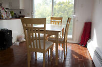 KITCHEN TABLE + 4 FREE CHAIRS