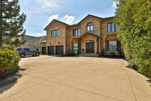 Spacious Waterfront Property! ID4026755