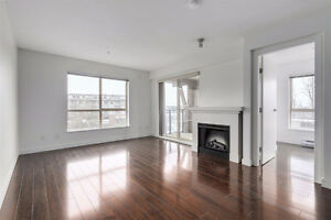 South facing 2 bed & 2 bath end unit: Avail now!