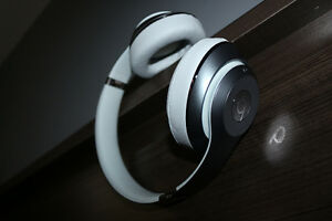 Beats Dr Dre Studio rechargable with wire!