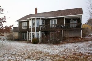 4 BD/OPEN CONCEPT/CATHEDRAL CEILINGS/BAY WINDOWS IN SOMERSET