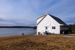 HUGE 3 BED , 3BATH WATERFRONT HOME - EAST SHIP HARBOUR