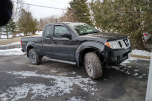 2015 Nissan Frontier PRO4X King Cab 4X4 Pickup Truck