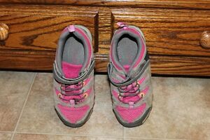 Girs Size 13, 1, 2: Columbia Running Shoes