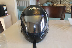 Large snowmobile/ motorcycle helmet with 2 shields