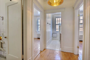 STUDENTS ONLY - 3 bedroom apartment/appartement Renovated MCgill