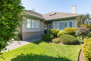 JUST LISTED! South Surrey/White Rock 2 bdrm Townhouse