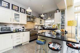 Complete kitchen with Black Quartz Worktops