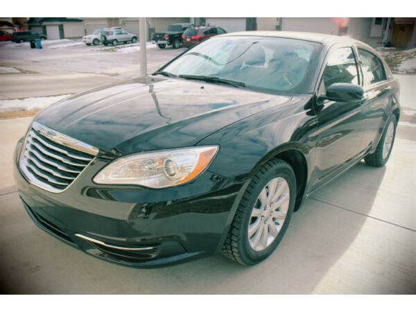 2012 Chrysler 200-Series LE Sedan (Low Kms!!!)