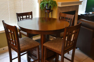 Counter Height Dining Table with leaf and six cushioned chairs!