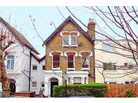 2 bedroom house in Upper Tollington Park, Finsbury Park, London, N4