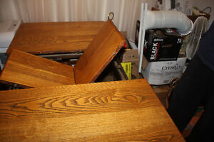 Quebecois Antique oak dining room table and 4 chairs West Island Greater Montréal image 1
