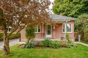 Room in Beautiful Bungalow in the Ward - July 1st