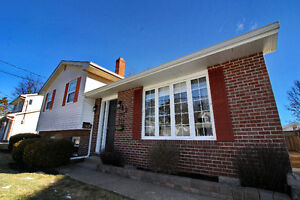 **FULLY RENOVATED SACKVILLE FAMILY HOME!!**