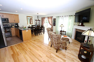 Lovely Three Bedroom Full Brick Bungalow Cornwall Ontario image 2
