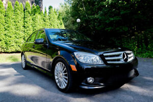 Mercedes Benz C250 4Matic 2010, automatique , 128 000km.