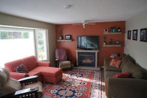 Bright and Comfortable 3 bedroom / 2 bathroom available!