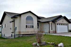 Amazing Drayton Valley Bungalow (4105-44 Avenue)