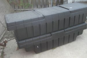 LOCKING TOOLBOX FOR A TRUCK BOX OR TRAILER