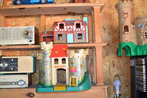 FISHER PRICE Play Family Castle (#993) 1974 - $45 Windsor Region Ontario image 1