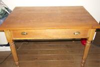 Table en bois (style canadien - antiquité)