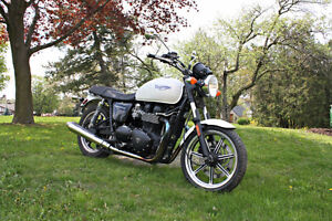 2010 Triumph Bonneville - priced to sell!