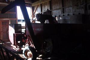 massey harris 60 combine/jd 450 manure spreader/pull type swathe Belleville Belleville Area image 6