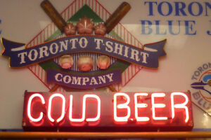 COLD BEER Neon sign in Hot Pink