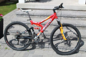 Giant Warp DS1 Mountain Bike with clip in pedals, disc brakes