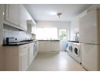 4 bedroom house in Woodberry Grove, West Finchley, N12