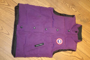 CANADA GOOSE VANIER VEST, Size 10 Unisex, purple, like NEW