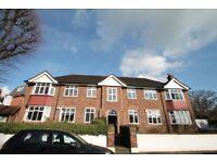 2 bedroom flat in Park Hill Court, Ealing, W52