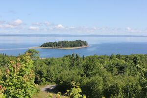 Beautiful island - Bras d'Or Lake - with cottage and ROW