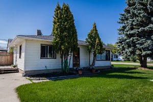AMAZING investment opportunity! Welcome to this RENOVATED home!!