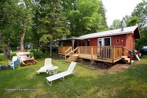 WATERFRONT COSY TWO BEDROOM COTTAGE ON GOLDEN LAKE